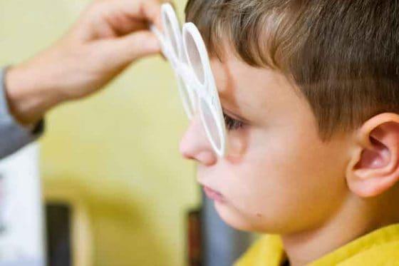 Testglas zur Augenprüfung in der Funktionaloptometrie
