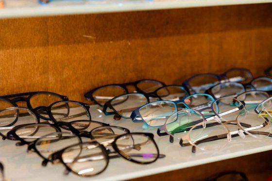Brillenschrank Detail